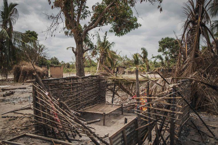 Een dorp in het noorden van Mozambique dat vorig jaar augustus werd verwoest door islamitische strijders.  Beeld AFP