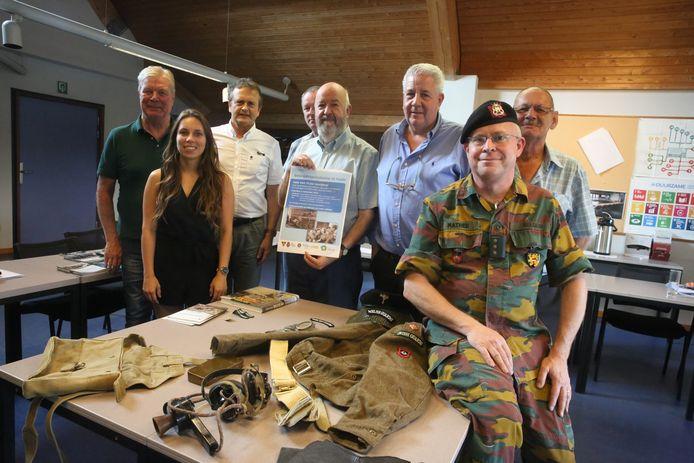 Pascal Mathieu (rechts in uniform) met leden van het Halse stadsbestuur en de oudstrijdersverenigingen, toen in 2019 een herdenking voor de Bevrijdingscolonne georganiseerd werd.