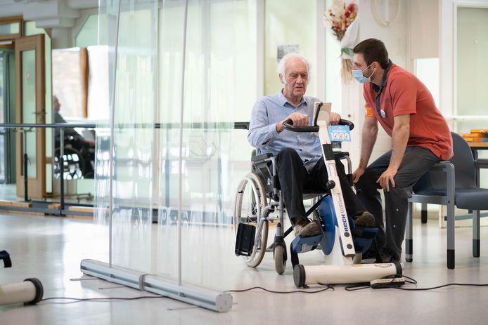 BONHEIDEN Bewoners met dementie fietsen de 1000 km voor Kom Op Tegen Kanker in woonzorgcentrum Den Olm