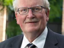 Raad Hellendoorn herdenkt oud-raadslid Jan Slooijer: 'Hij was een noaber ten voeten uit, een mens voor de mensen in zijn omgeving'