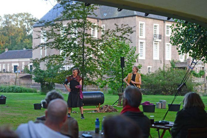 Huize Almelo is deze week drie avonden lang het uitzonderlijke decor van de theatervoorstelling MacBeth