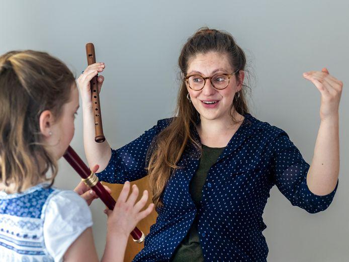 Wytske de Vries gaf een half jaar lang muziekles aan vluchtelingen uit Afghanistan, Syrië en Irak.