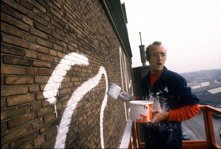 Haring aan het werk in 1986. Beeld Patricia Steur, courtesy Stedelijk Museum Amsterdam
