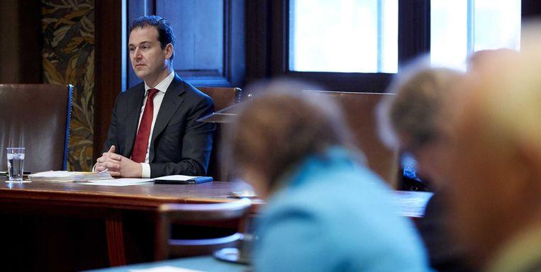 Minister Asscher van Sociale Zaken in de Eerste Kamer. Beeld null