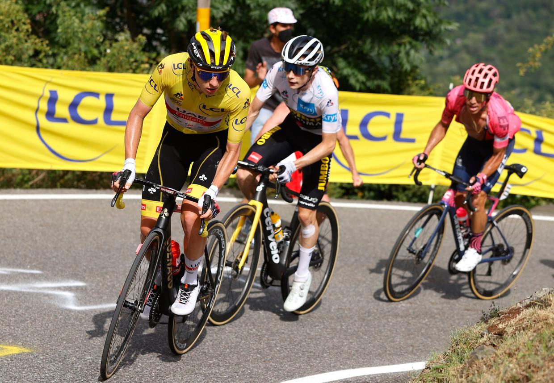 Tadej Pogacar ging zelf op kop rijden. Beeld Photo News