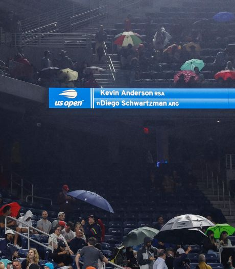 Scène surréaliste à l'US Open: la pluie interrompt un match... sur court couvert