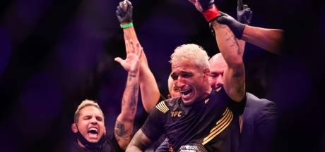 Verwoestende knock-out levert Charles Oliveira de UFC-titel op