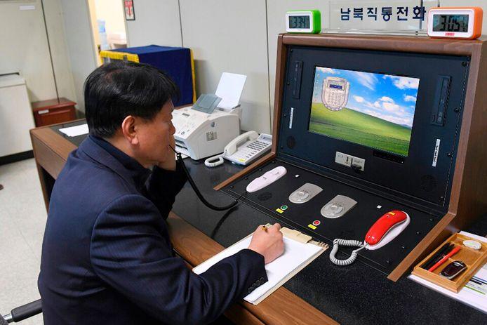 Een Zuid-Koreaanse overheidsmedewerker communiceert met Noord-Korea (januari 2018)