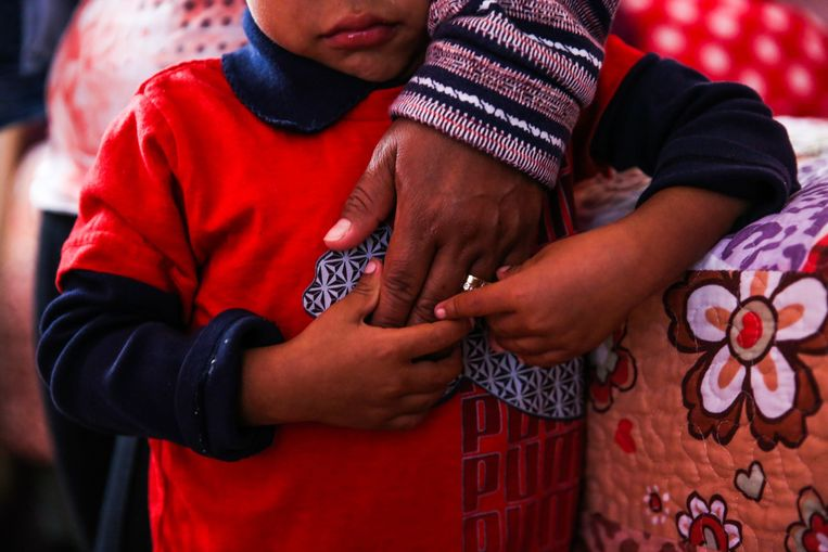 Een 5-jarig jongetje dat aan de grens werd gescheiden van zijn moeder en nog steeds in de VS is. Zijn moeder is al gedeporteerd naar Guatemala.