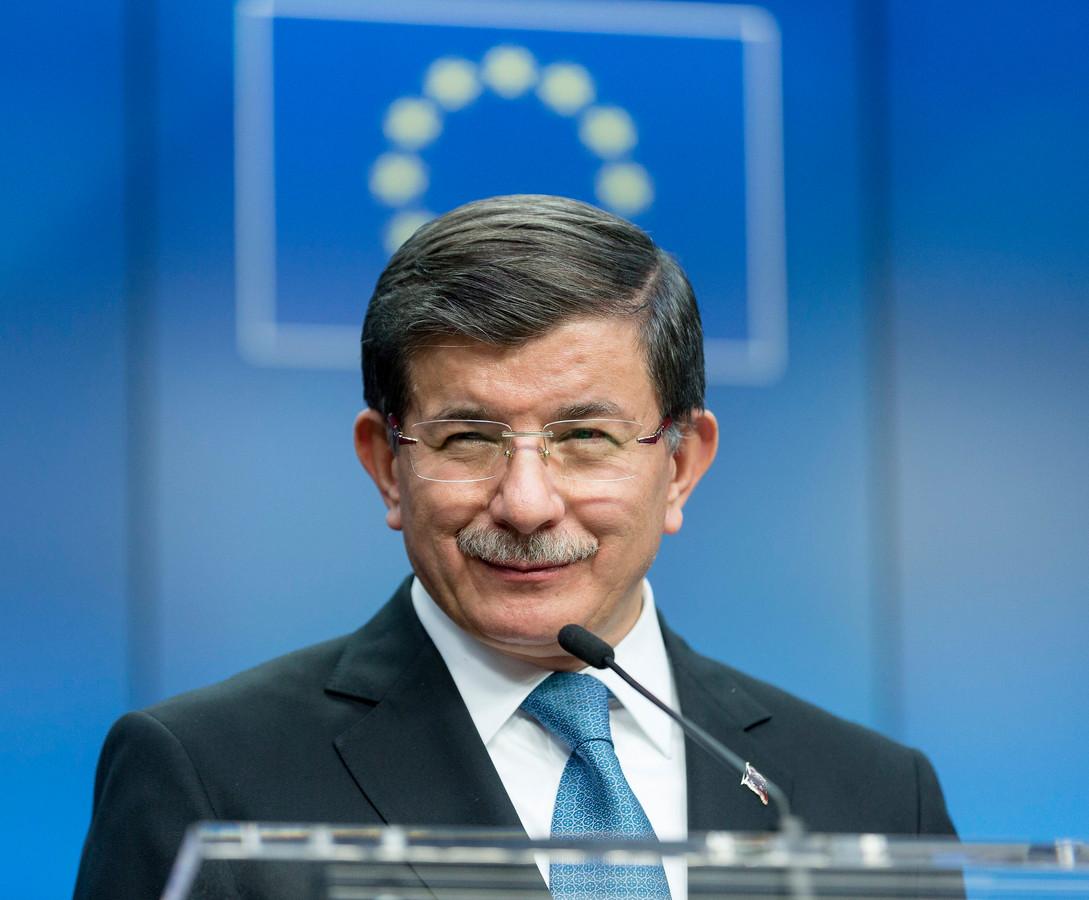 Premier Davutoglu tijdens persconferentie in Brussel