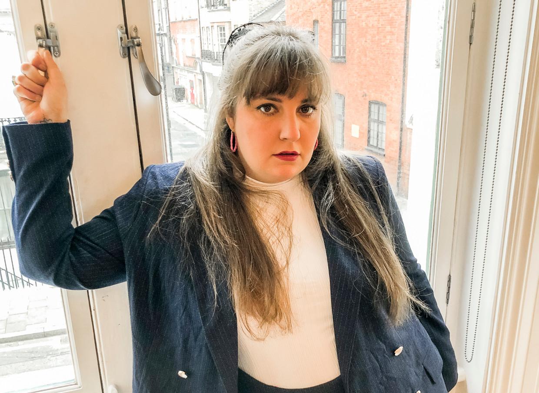 Lena Dunham werkte samen met 11 Honoré voor haar plussize kledinglijn, waaronder deze blauwe blazer en rok. Beeld NYT
