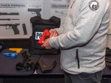 Raadsels blijven rond verlies oefenwapens politie: wel gezien, nog niet terecht