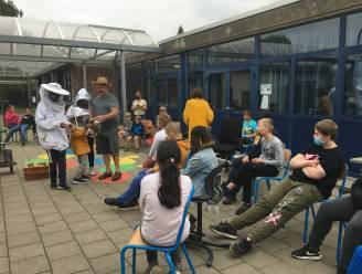 """Imker op bezoek in De Zonneroos: """"Leerlingen mochten honing proeven"""""""