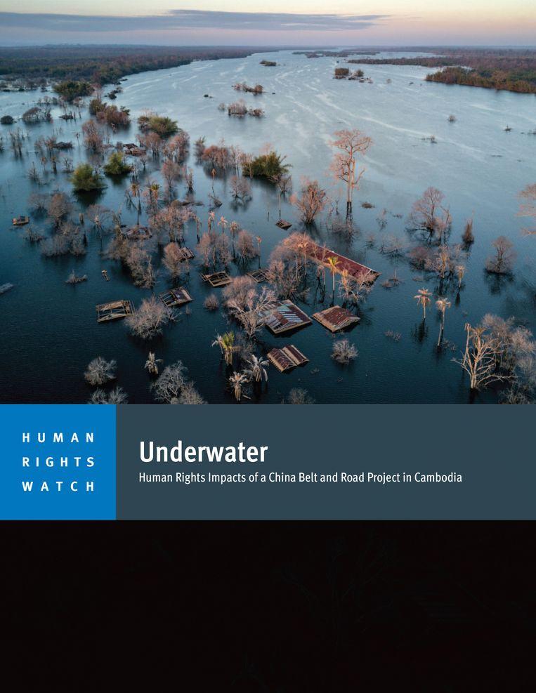 Kaft van het rapport van Human Rights Watch over situatie in Cambodja. Door de bouw van een elektriciteitsdam, Lower Sesan 2, staan meerdere dorpen onder water.  Beeld Human Rights Watch