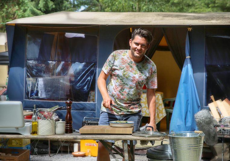 Jeroen Meus gaat in Dagelijkse zomerkost de zomerse toer op. Beeld VRT