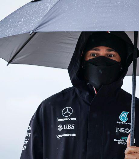 Lewis Hamilton éteint l'incendie après son arrêt au stand contesté
