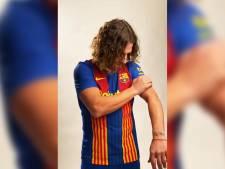 Carles Puyol présente le maillot spécial que portera le Barça lors du prochain Clasico