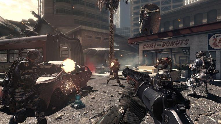 De overmacht in schietgames, zoals 'Call of Duty: Ghosts', kan soms overweldigend zijn. Beeld Activision