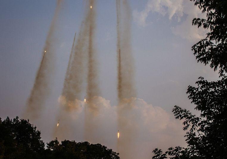 Het Oekraïense leger vuurt grondraketten af tijdens gevechten nabij Donetsk op 7 augustus. Beeld epa