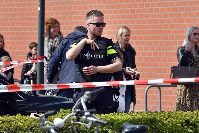 Kinderen en bewoners werden opgevangen in het wijkcentrum Slangenbeek. Daar werden de kinderen, in verband met coronabeperkingen, een voor een door de ouders opgehaald.