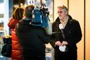 Burgemeester Jorritsma staat de pers te woord na de avondklokrellen in januari