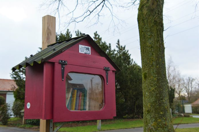 Een boekenruilkastje in Izegem.