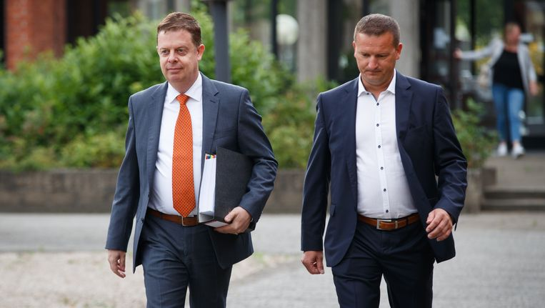 Onderzoeksrechter Koen Wittouck en hoofdonderzoeker David Roelant. Beeld BELGA