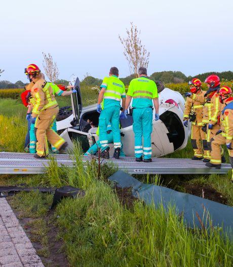 Automobilist rijdt met auto tegen tegemoetkomende tractor in Veldhoven en raakt bekneld