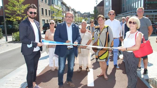 Gemeentebestuur huldigt vernieuwde Spillemaeckers- en Silvertopstraat in