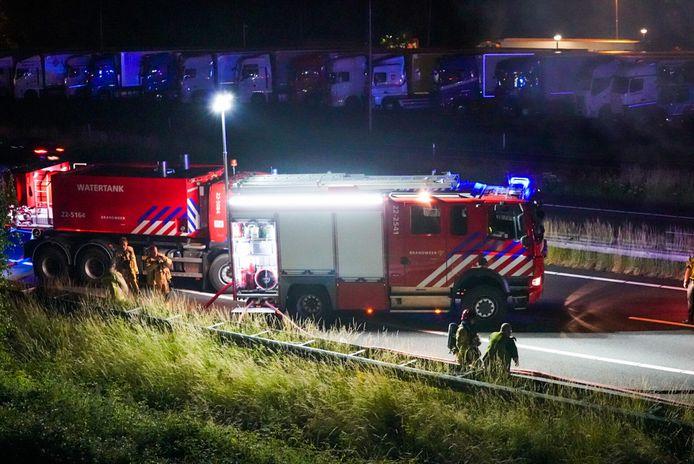 Brandweer rukt uit voor vrachtwagen met schroot die vlam vatte.