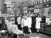 'Het beste wat in Arnhem te koop was', is niet meer. Net als het bijkletsen met buurtgenoten