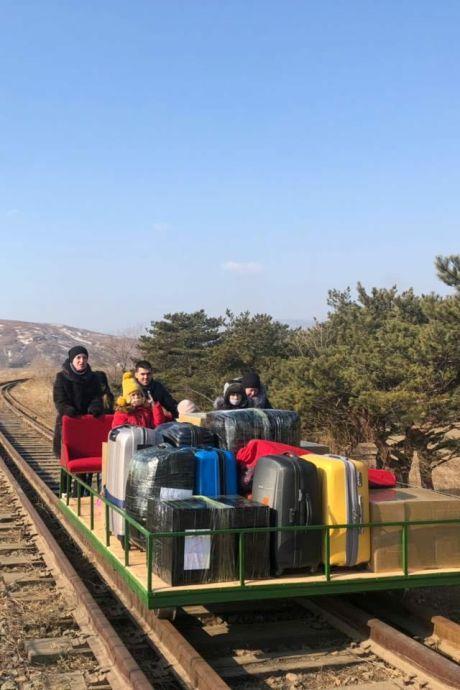 Des diplomates quittent la Corée du Nord en... chariot ferroviaire