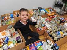 8-jarig Brits jongetje zet eigen voedselbank op
