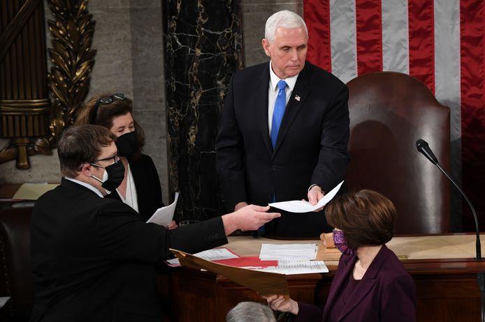 Vicepresident Mike Pence was aanwezig tijdens een vergadering waarin Joe Biden officieel tot president werd verkozen.