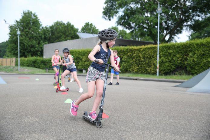 De jeugd wordt vermaakt bij het Tienerhuis in Helmond-Brouwhuis.