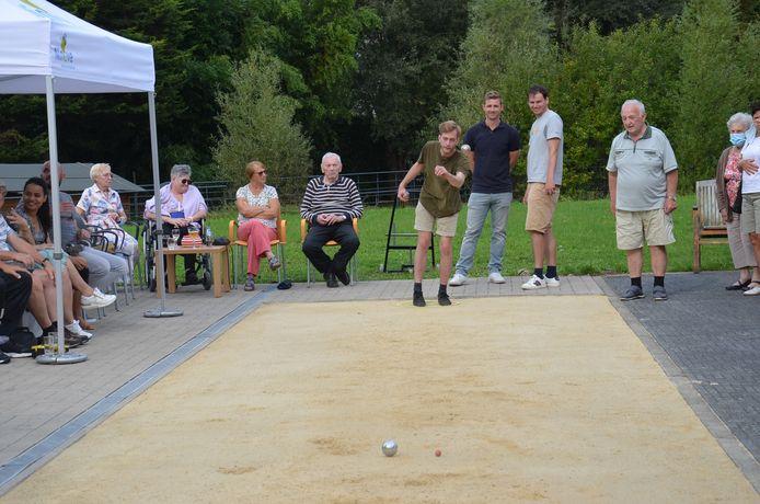 De finales van het groot Ninoofs petanquetornooi vonden plaats in de tuin van wzc Klateringen.