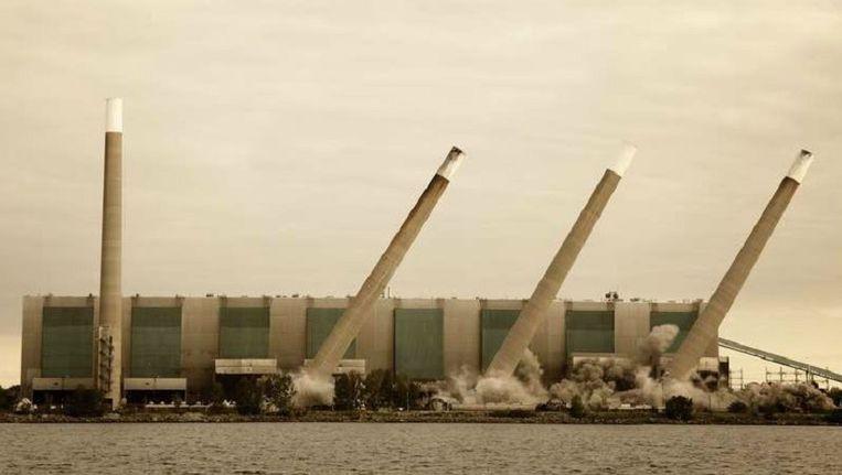 De 'vier zusters' van de Lakeview kolencentrale in Toronto werden in 2006 neergehaald Beeld Corbis
