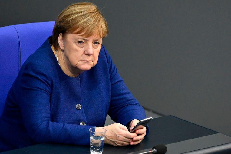 De Duitse bondskanselier Angela Merkel vindt dat het besluit om Donald Trump te weren van Twitter rechterlijk getoetst moet worden.  Beeld AFP