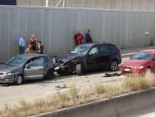 Zes wagens botsen op Expresweg