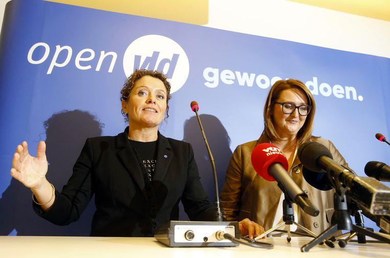 Lydia Peeters en Open Vld-voorzitter Gwendolyn Rutten bij de voorstellen van Peeters als minister. Beeld BELGA