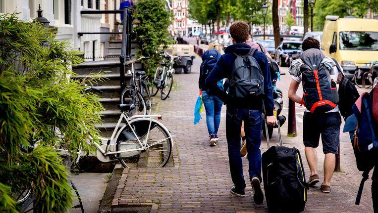 Na de deal met Airbnb wil Amsterdam ook met andere aanbieders van vakantiewoningen afspraken maken om illegale verhuur aan te pakken Beeld ANP