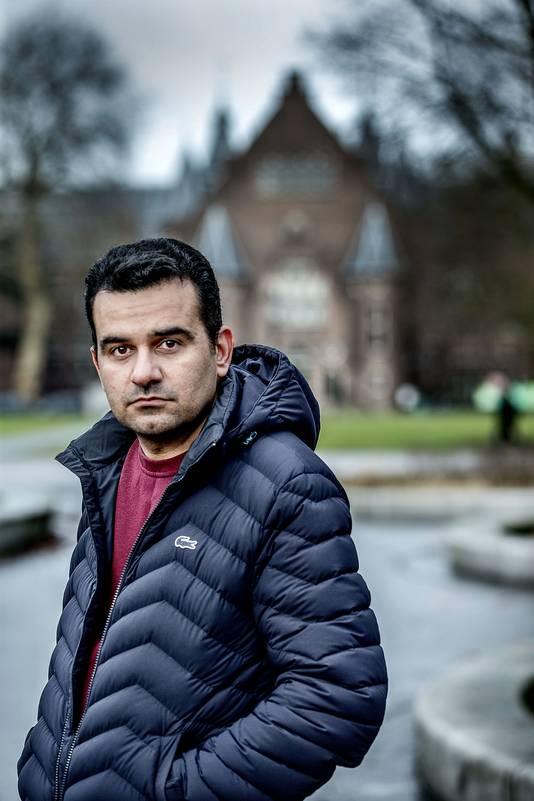 Pejman Akbarzadeh kwam elf jaar geleden naar Nederland. Hij is een pianist, journalist en onderzoeker.