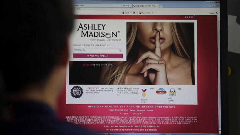 De hackers hebben deze week ruwweg 30 gigabyte aan informatie online gedumpt: naaktfoto's, seksuele fantasieën, conversaties met overspelige kandidaten, maar ook de echte namen, mailadressen en kredietkaartgegevens. Beeld AP