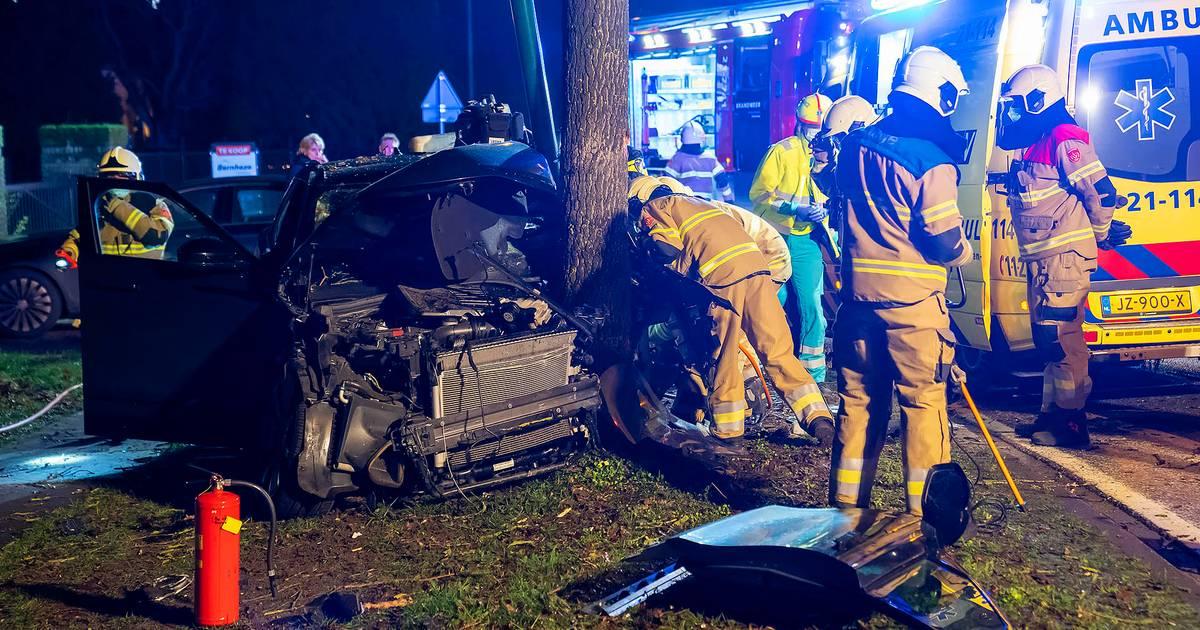Ernstig ongeluk in Heesch: automobilist zwaargewond naar het ziekenhuis.