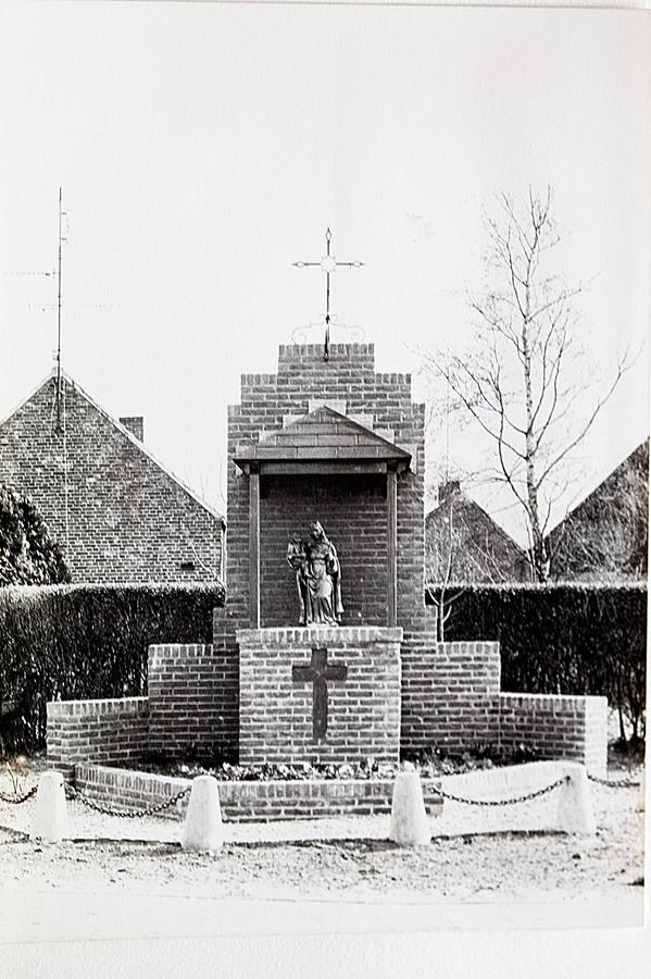De Mariakapel van Wagenberg met het Mariabeeld dat een paar weken geleden in de haven werd gevonden.
