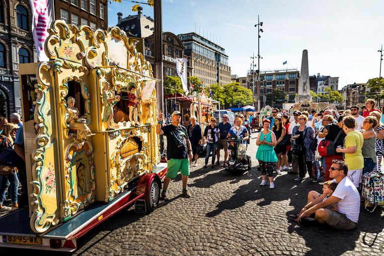 2016-09-10 11:24:08 AMSTERDAM - Draaiorgels op de Dam tijdens het Draaiorgelfestival. Het festival wordt sinds 2004 jaarlijks op en rondom de Dam gehouden. ANP REMKO DE WAAL Beeld anp