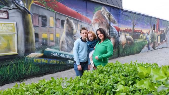 """Tine (42) verenigt buurt met muurschildering: """"Berke den Hottentot heeft bekijks, we gaan hem eren"""""""