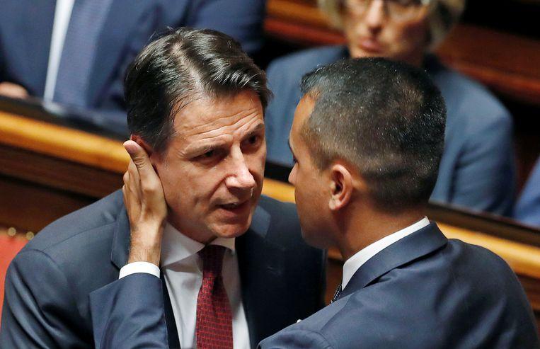 Conte en vicepremier Luigi Di Maio van de Vijfsterrenbeweging. Beeld REUTERS