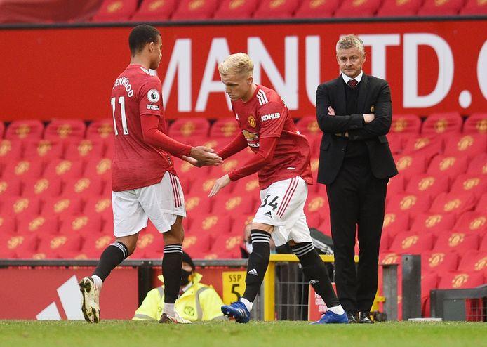 Donny van de Beek moest het tot nu toe doen met drie invalbeurten bij United.