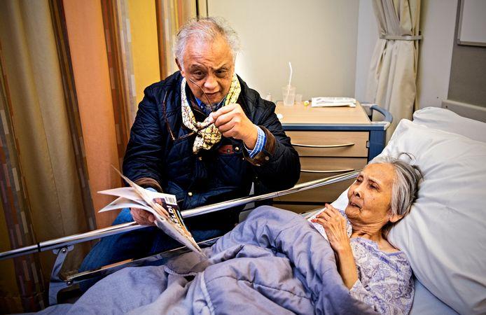 Lies van Delft (91) met zoon Victor.